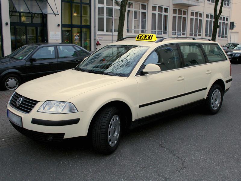 Taxi_PassatVariant_04.jpg